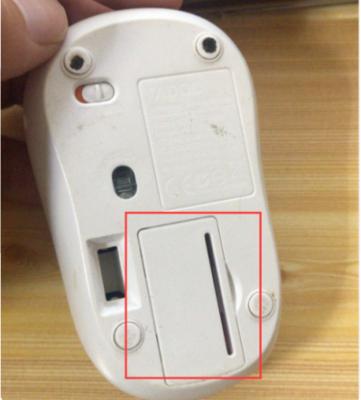 罗技m215怎么换电池1